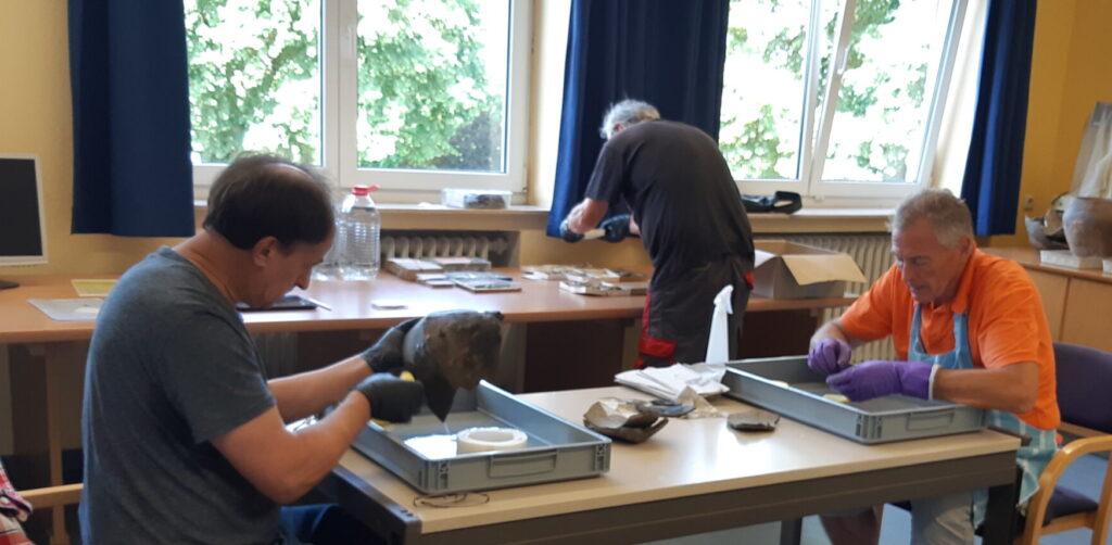 Willi Köster, Friedhelm Raute und Bernd Wingender (v.l.n.r.) bei der Arbeit